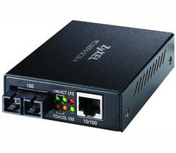 Медиа-конвертер 100Base-TX в одномодовый оптический порт 100BASE-FX на расстояние до 30 км, SC-разъем(MC100FX-SC30-A) MC100FX-SC30-A